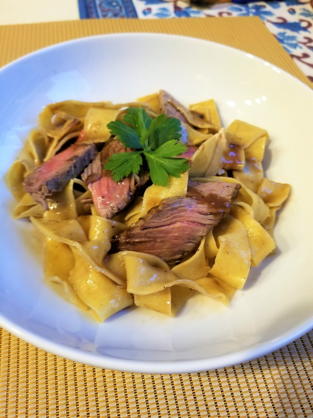 Pasta and sirloin steak in Red Wine Sauce